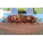 Декорация на ресторант за кръщене на момиче с рози и далии