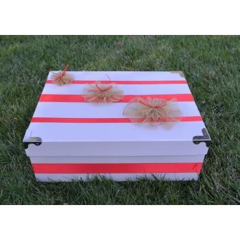 Кутия за момиче в червено