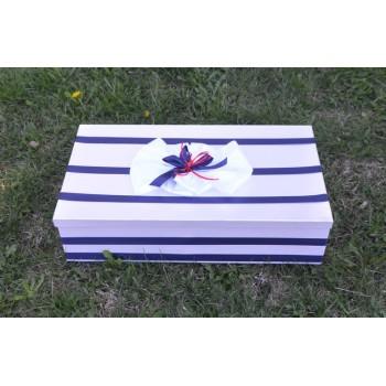 Кутия в тъмно синьо и червено