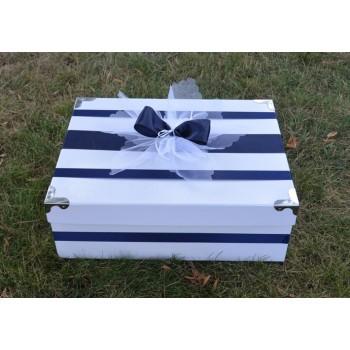 Кутия за кръщене в тъмно синьо