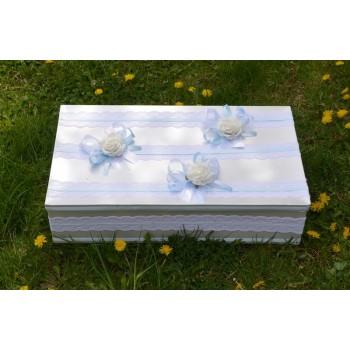 Кутия за кръщене в светло синьо