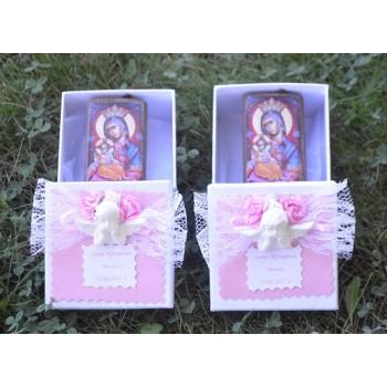 Дървена икона с изображение на Св. Богородица в декорирана кутийка