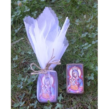 Дървена икона с изображение на Св. Богородица в торбичка от органза
