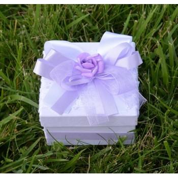 Подарък в лилаво