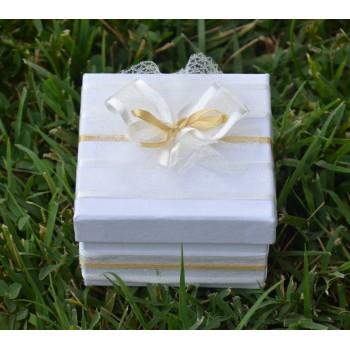 Подарък в екрю и златно