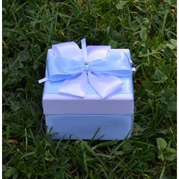 Подарък в светло синьо и бяло