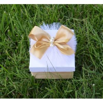 Подарък в златно и перли