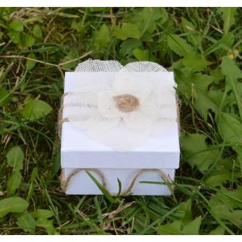Подарък с естествени материали