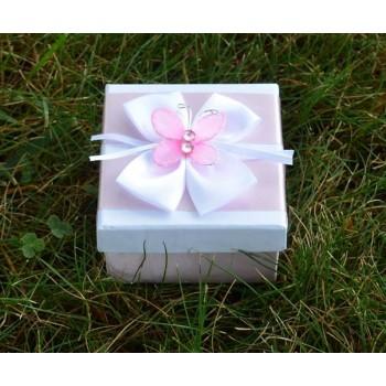 Подарък кутийка украсена с пеперуда
