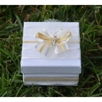 Подарък в екрю и златно с кръстче