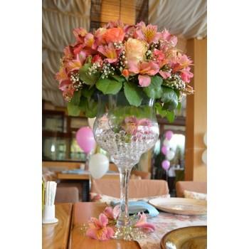 Украса за ресторант във височина с рози