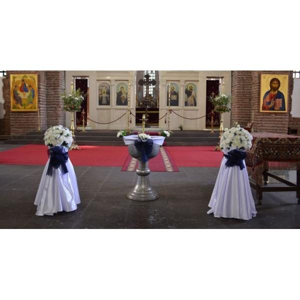 Украса на църква в кралско синьо