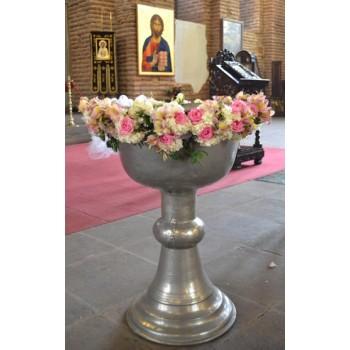 Украса на кръщене с цветя